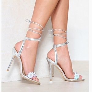 Nasty Gal Silver Metallic Heels Flower Detail sz 8